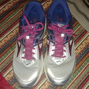 Brooks Ravenna 8 with Energize Me Support